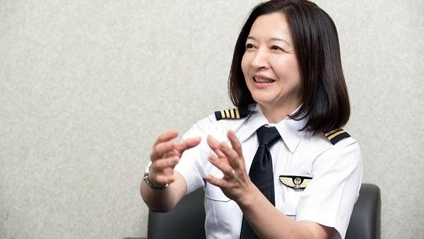 Sejak saat itu, Ari terus bekerja keras agar diakui di lingkungan kerjanya. Meski banyak pilot senior (pria) yang mencibir, tapi Ari tetap tidak menyerah. (rikkyo.ac.jp)