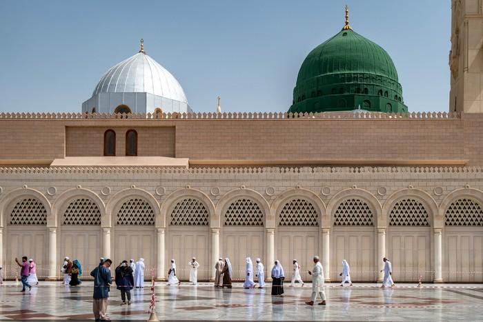 Mengunjungi Makam Nabi Muhammad Dan Taman Surga Di Masjid Nabawi