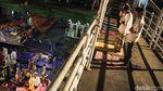 Jemaah Salat Tarawih di Pasar Gembrong Luber Hingga ke JPO