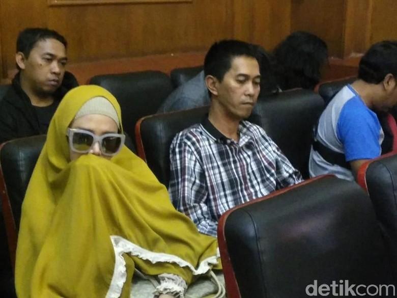 Ahmad Dhani Sudah di Rutan Cipinang, Mulan Jameela Kapan Jenguk?