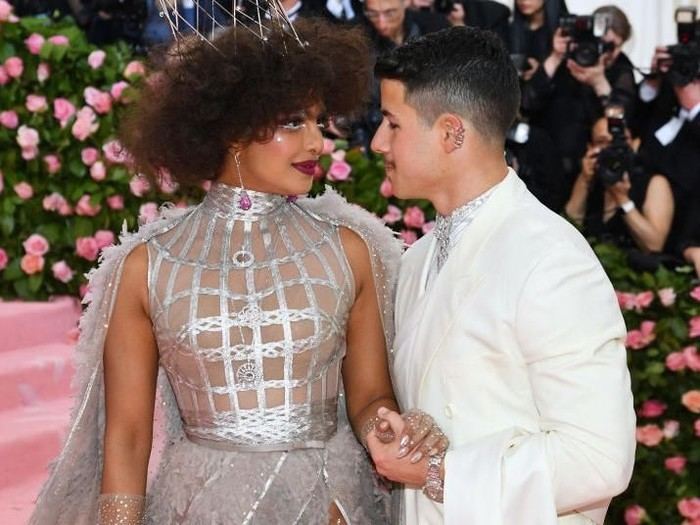 Priyanka Chopra dan Nick Jonas di MET Gala 2019. (Foto: Getty Images)