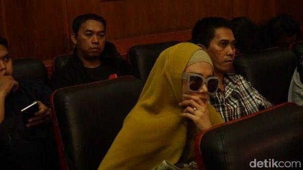Mulan Jameela di PN Surabaya