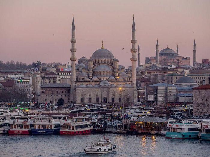 Turki menyimpan berbagai sejarah di balik bangunan dan kehidupan kotanya terkait kejayaan Kesultanan Islam di masa lalu. Penasaran?