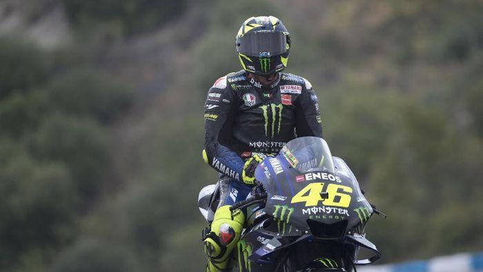 Valentino Rossi tak dapat hasil yang bagus dalam sesi tes di MotoGP Spanyol. (Foto: Mirco Lazzari/Getty Images)