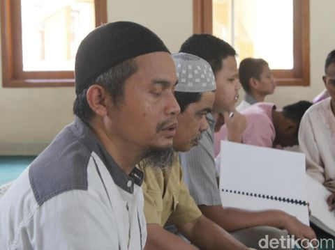 Ustaz Aep, Disabilitas Netra yang Cetak Ratusan Hafiz di Cimahi