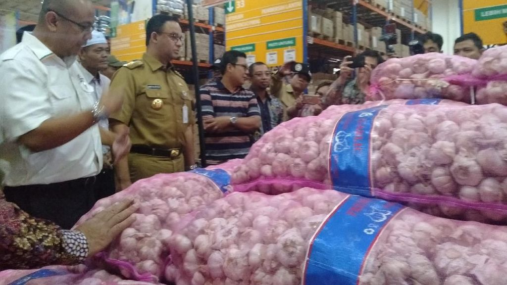 Anies Siapkan 145 Ton Bawang Putih Impor untuk Stabilkan Harga