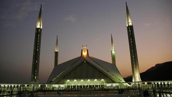 Pembangunan pun dimulai pada tahun 1976 sampai 1986 dengan dana sebesar 139 juta Riyal dari Raja Arab Saudi yang bernama Faisal bin Abdul Aziz. (iStock)