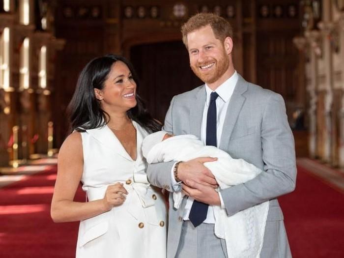 Pangeran Harry, Meghan Markle dan bayi mereka. Foto: Getty Images