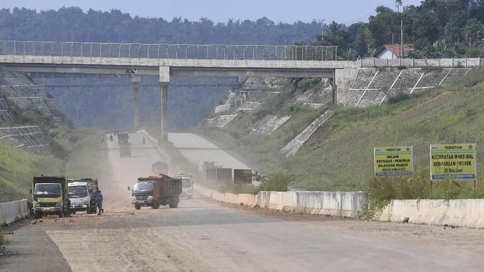 Jalur mudk yang banyak polusi (Foto: Antara FOTO/Puspa Perwitasari)