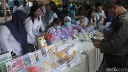 Balai Besar POM DKI Jakarta menggelar pengawasan pangan di pasar Benhil, Jakarta Pusat, Rabu (8/5/2019). Sejumlah makanan kedapatan mengandung bahan berbahaya.