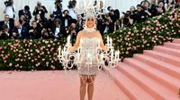 Tampil Nyentrik Sebagai Burger, Katy Perry Jadi Pusat Perhatian di Acara Met Gala