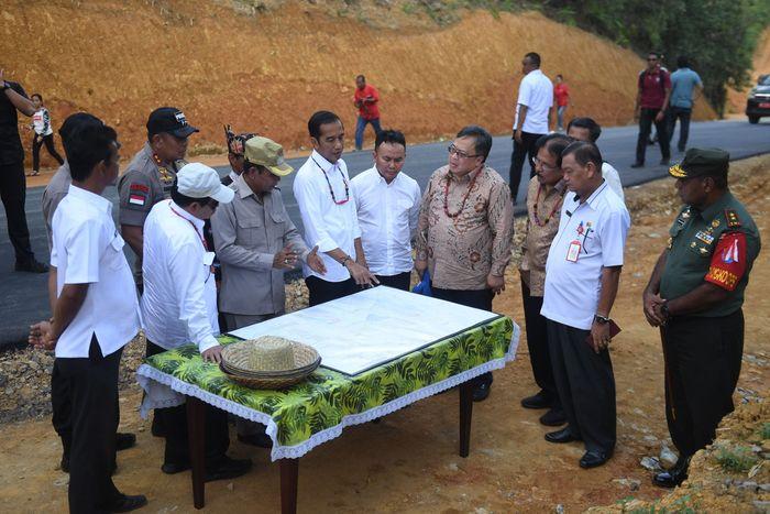 Presiden Joko Widodo (Jokowi) melakukan kunjungan ke salah satu lokasi calon ibu kota baru Indonesia di Gunung Mas, Kalimantan Tengah, Rabu (8/5/2019).