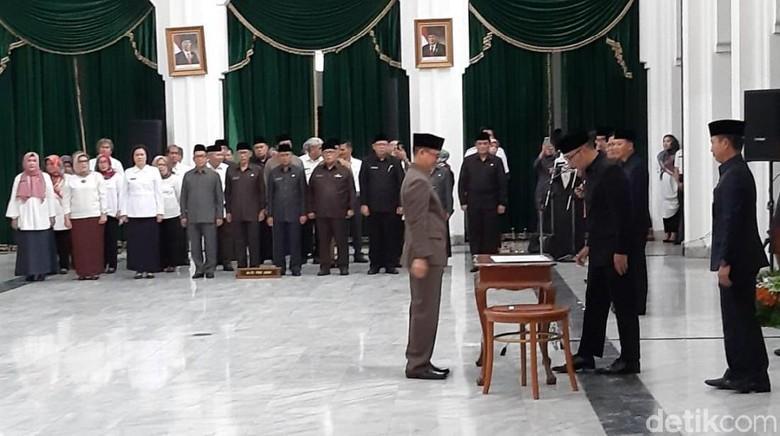 Lantik Kadinkes Jabar, Ridwan Kamil Soroti Stunting-Kematian Ibu