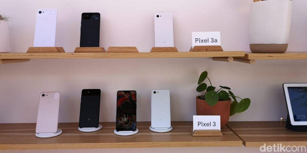 Kesan pertama yang dirasakan adalah ponsel ini terbilang ringan. Rupanya Pixel 3a bobotnya sekitar 145 gram dan 3a XL 167 gram. Foto: Agus Tri Haryanto/inet