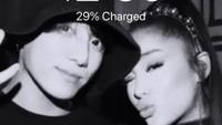 Jungkook datang di konser Ariana Grande, bahkan keduanya berfoto bersama. Selain itu personil BTS tersebut juga menuliskan pesan manis, apakah pesannya? Foto: Instagram Ariana Grande