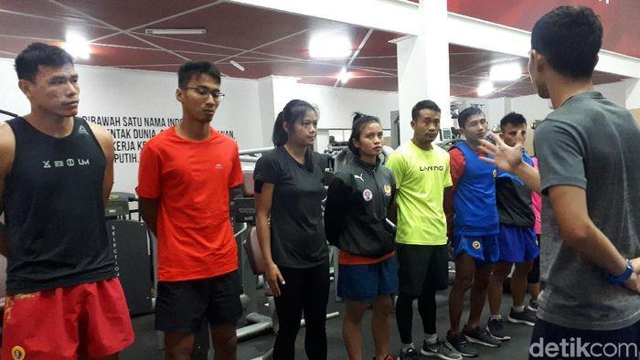 Yusuf Widiyanto, pewushu di kelas 56 kg putra (kelima dari kiri). (Mercy Raya/detikSport)