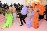 Kylie Jenner Kepergok Lirik Bokong Jennifer Lopez di MET Gala 2019