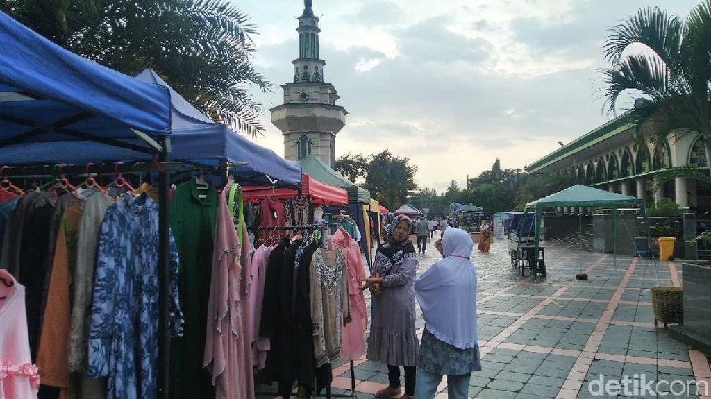 Ngabuburit di Masjid Agung Ciamis Sambil Belanja Sembako Murah
