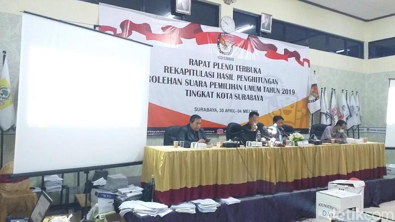 Jokowi Menang di Surabaya, Saksi Prabowo Tolak Teken Hasil Rekapitulasi