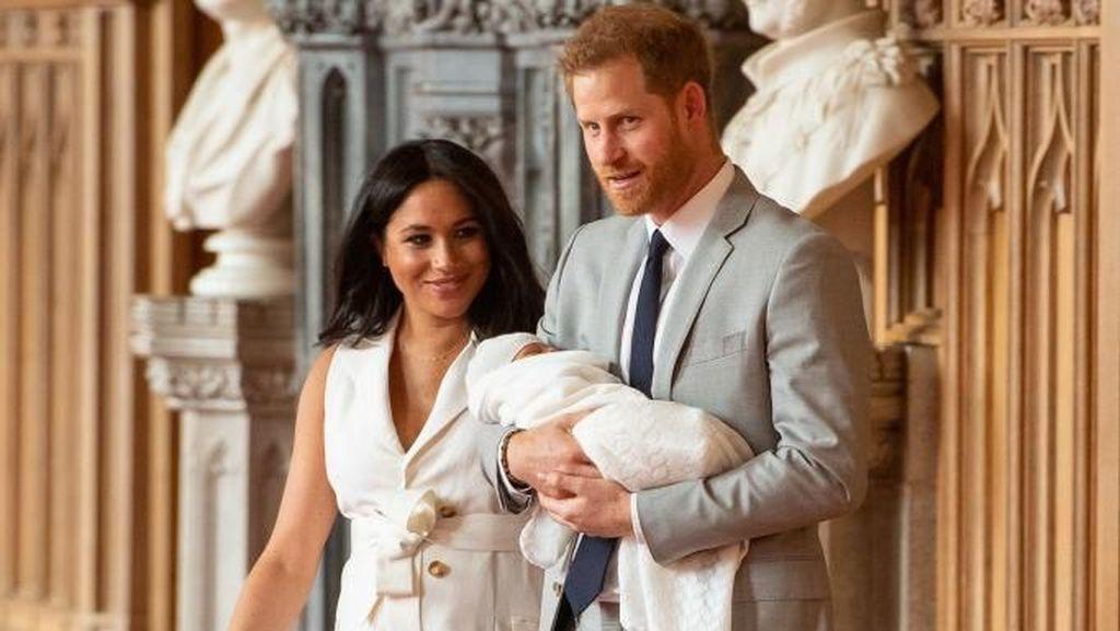 Meghan Markle & Pangeran Harry Langgar 5 Tradisi Kerajaan Saat Kelahiran Anak