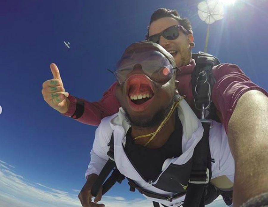 Cerita bermula saat Addo ingin melakukan sesuatu yang berbeda di ulang tahunnya ke 27. Dia memutuskan untuk skydiving di DC Skydiving Center di Virginia, Amerika Serikat. (jaddo301/Instagram)