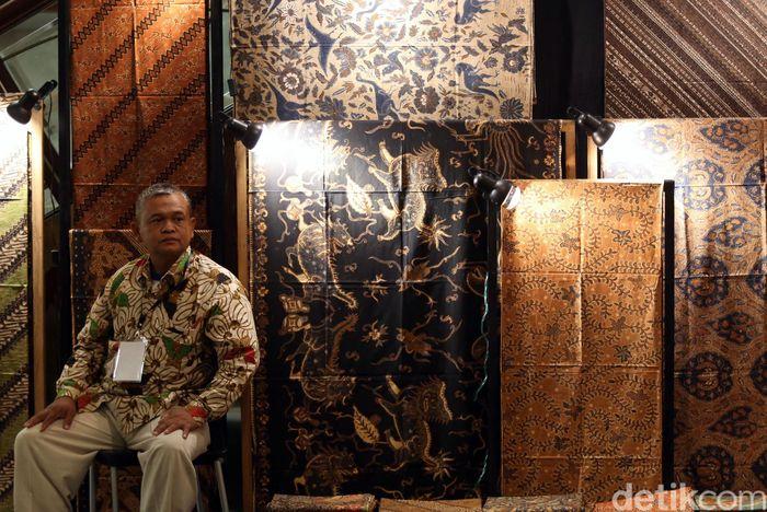 Pameran itu mengusung tema Lestari Tak Berbatas yang memiliki makna bahwa sebagai warisan leluhur batik tak selalu kuno, melainkan juga memiliki citra kebebasan, dinamis, dan ceria sesuai dengan gaya hidup masa kini.