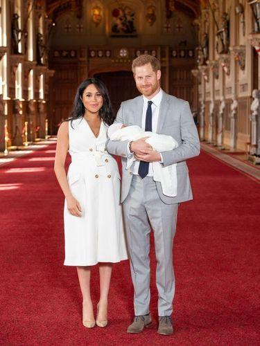 Foto perdana Pangeran Harry, Meghan Markle dan bayi mereka.