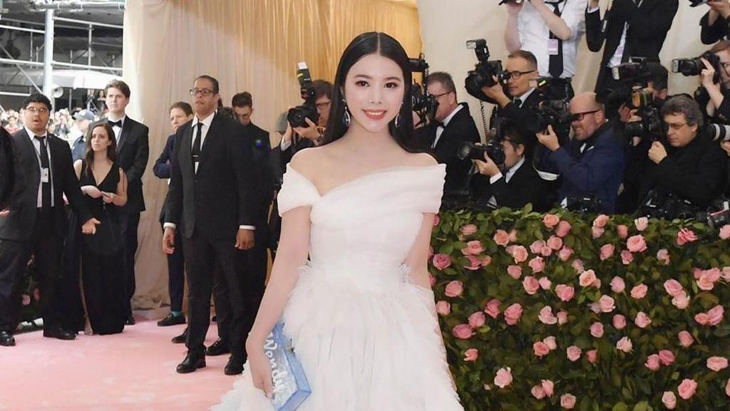 Gaya Mewah Anak Miliuner China yang Datang ke Met Gala