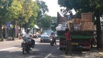 Langgar Undang-undang, Bongkar Muat di Jalan Marak di Situbondo