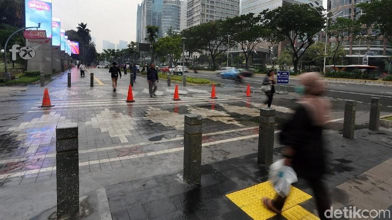 Pemprov DKI Sebut Pejalan Kaki Nyaman Jika Ada PKL di Trotoar Lebar