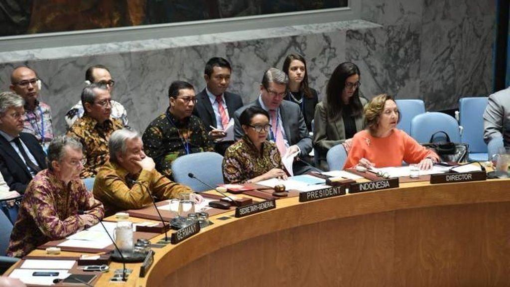 Pertama Kali, Peserta Sidang Dewan Keamanan PBB Memakai Batik