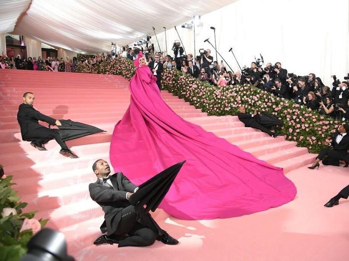 Kehebohan Lady Gaga di MET Gala 2019. (Foto: Getty Images)
