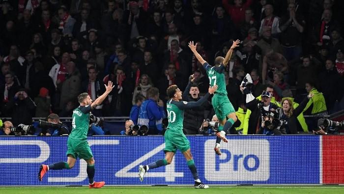 Tottenham menang di menit-menit terakhir. Foto: REUTERS/Piroschka Van De Wouw