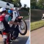 Bahaya! Ban Bocor, Motor Diangkut Pakai Motor Juga