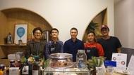 Inspiratif! Pengusaha Kafe Ini Pekerjakan Difabel Sebagai Barista hingga Kasir