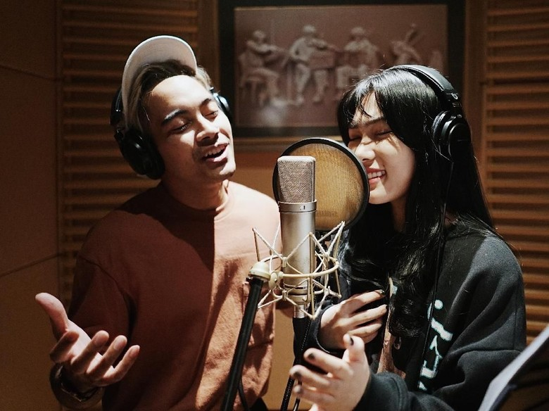 Gamaliel dan Isyana Sarasvati Foto: Disney Indonesia