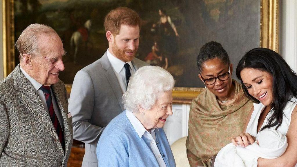 Penyiar Radio Inggris Dipecat Usai Nge-tweet Soal Bayi Pangeran Harry