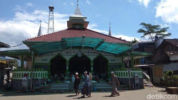 Pondok pesantren sepuh di Masjid Agung Payaman, Secang, Kabupaten Magelang.