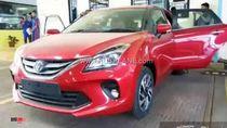 Toyota Glanza Bagai Pinang Dibelah Dua dengan Suzuki Baleno