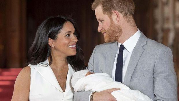Pangeran Harry menyambut anak pertamanya, Archie, yang lahir pada 6 Mei lalu dan akan membaptisnya pada akhir pekan ini.