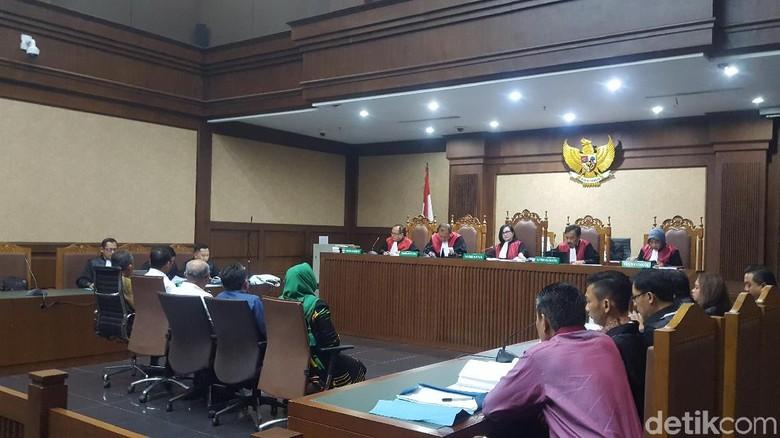 Akui Bantu Bisiki Hakim Dagang Perkara, Saksi Ini Ngaku Tak Enak Hati