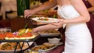 Tak Tahu Diri! Tamu Tak Diundang Bungkus Semua Makanan di Pesta Pernikahan Orang