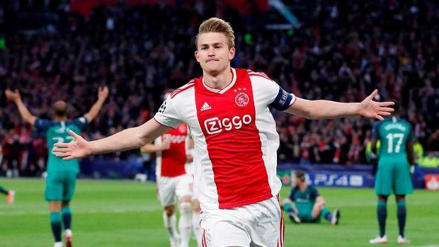 Ajax sempat unggul 2-0 lebih dulu di babak pertama.