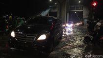 Banjir di Jalan Ciledug Raya Capai Betis Orang Dewasa