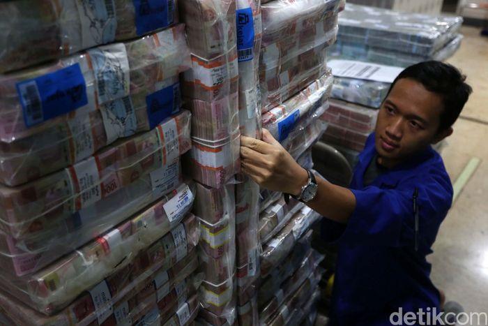 Mengantisipasi kenaikan kebutuhan uang tunai di masyarakat pada bulan Ramadan dan menjelang Idul Fitri 1440 H, Bank Mandiri menyiapkan dana tunai sebesar Rp 54,9 triliun.