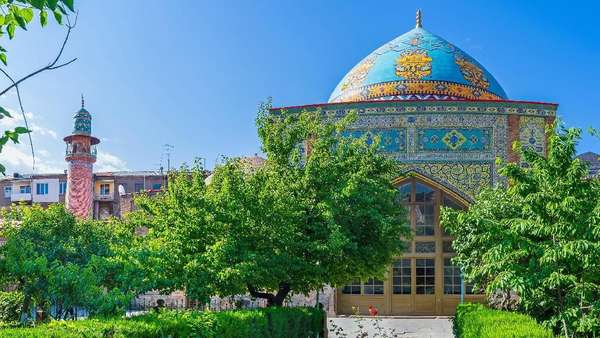 Blue Mosque, Satu-satunya Masjid di Negara Kristen