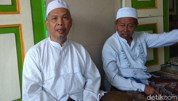 Pengasuh Pondok pesantren sepuh di Masjid Agung Payaman, Secang, Kabupaten Magelang.