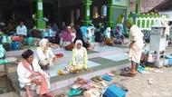 Ketika Para Lansia Ramai-ramai Nyantri di Masjid Agung Payaman Magelang