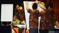 Rekapitulasi dimulai dari Kepulauan Seribu kemudian, dilanjutkan untuk Jakarta Pusat. Sejauh ini, menurut Betty, kotak suara yang sudah diterima berasal dari Kepulauan Seribu, Jakarta Pusat, dan Jakarta Selatan.