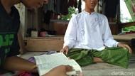 Pria Tunanetra di Mojokerto Ini Penghafal Al Quran Sejak Usia 8 Tahun